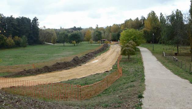 Obras en el nuevo tramo del Parque Fluvial que unirá Barañáin y Arazuri.