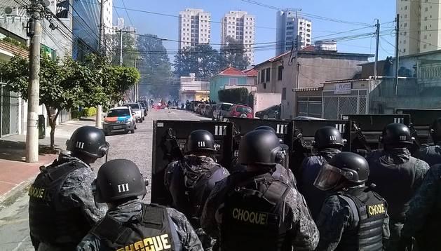 Protestas en las inmediaciones del estadio de Sao Paulo