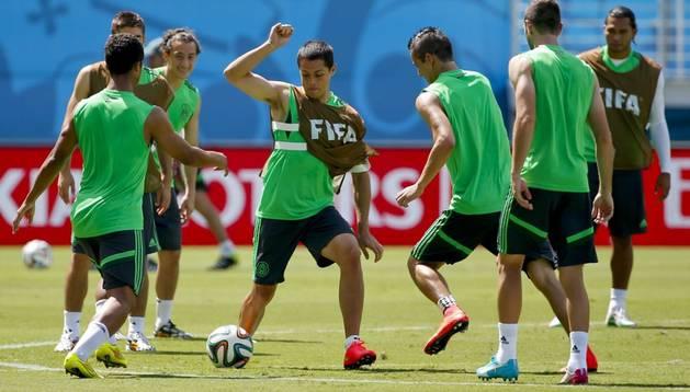La selección de México se entrena en el estadio de Natal