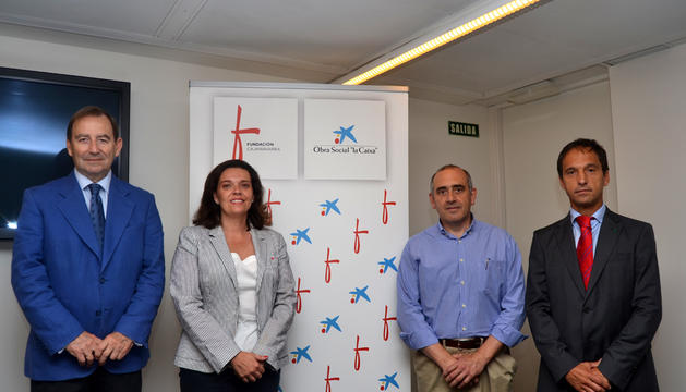 Ana Díez Fontana, directora territorial de La Caixa en Navarra; Joaquín Giráldez, presidente del Patronato de Fundación Caja Navarra; y José Antonio Mendive, alcalde de Barañáin.