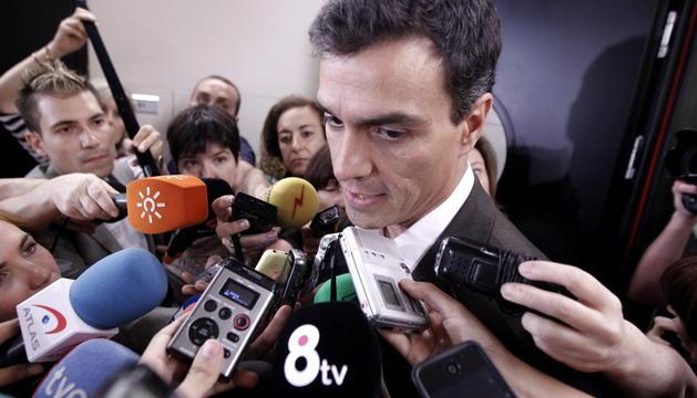 Pedro Sánchez atiende a los medios