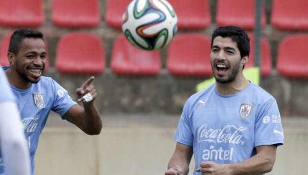 Luis Suárez es la estrella de una Uruguay con Forlán y el Cebolla