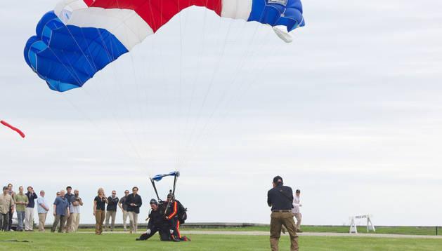George Bush durante el aterrizaje