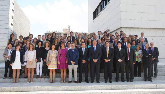 Grupo de asistentes al acto conmemorativo