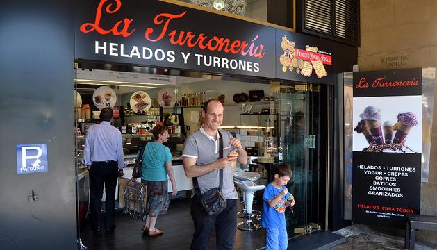 La Turronería lleva 12 años en la Plaza Castillo de Pamplona