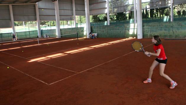 Imagen de una de las pistas de tenis cubiertas abiertas recientemente por el club El Cerro Fontellas.