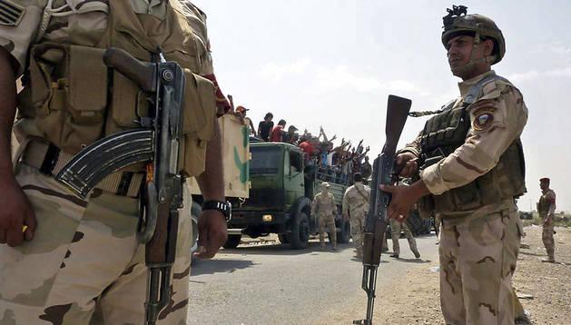 Soldados iraquíes en la base de Muthanna