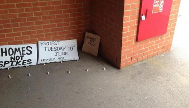 Pinchos anti-sintecho en un edificio de Londres