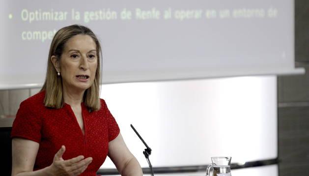 La ministra de Fomento, Ana Pastor, durante la rueda de prensa tras el Consejo de Ministros