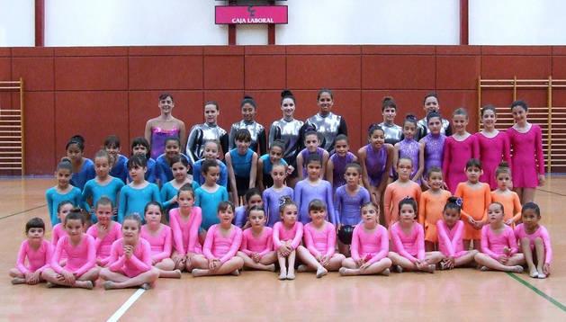 Imagen de parte de las gimnastas participantes en la clausura del curso celebrado en Villafranca