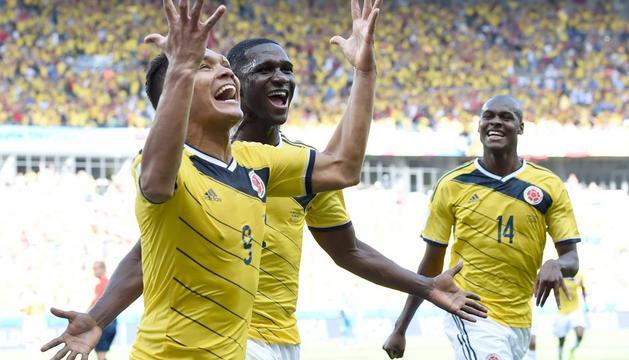 Teófilo Gutiérrez celebra el segundo gol