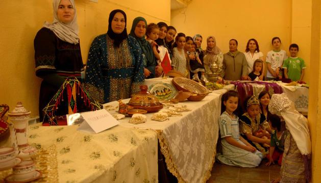 Participantes en la jornada multicultural celebrada en Larraga