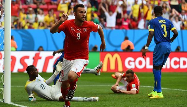 Seferovic celebra el segundo gol de Suiza