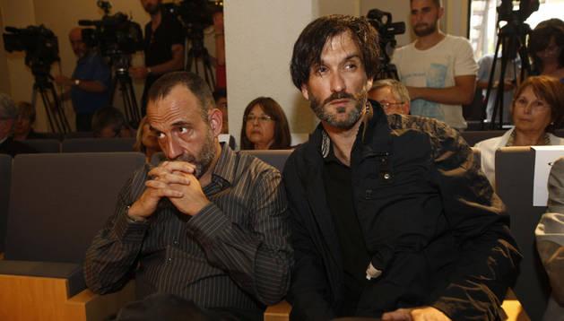 Los periodistas Marc Marginedas (i) y Ricardo García Vilanova (d),