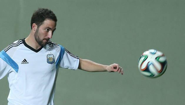 Gonzalo Higuaín durante un entrenamiento con la selección argentina