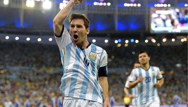 Lionel Messi celebra su gol frente a Bosnia