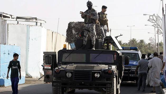 Militares iraquíes patrullan en Bagdad