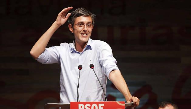 El aspirante a secretario general del PSOE Eduardo Madina pronuncia unas palabras durante un acto en Asturias