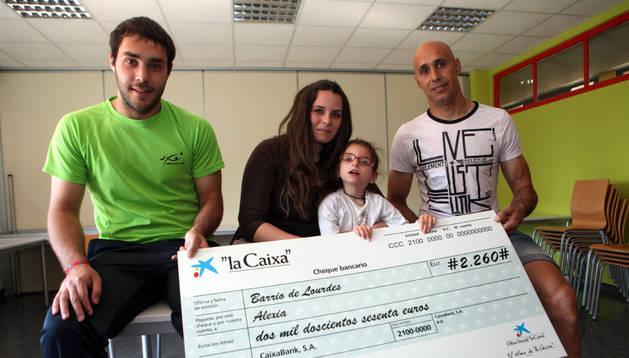 De izda. a dcha. Diego Arriazu, Leticia Martínez, Alexia y José Manuel Erdozáin
