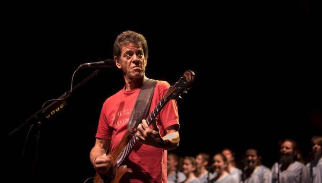 Lou Redd durante un concierto