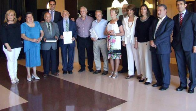 Premiados y autoridades, juntos tras la entrega de galardones de los premios literarios