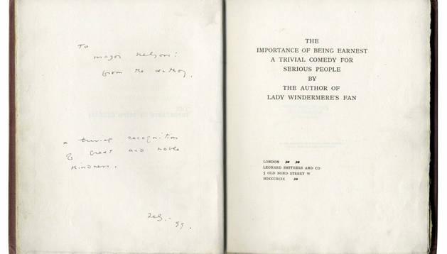 La edición de 'La importancia de llamarse Ernesto' dedicada por Oscar Wilde.
