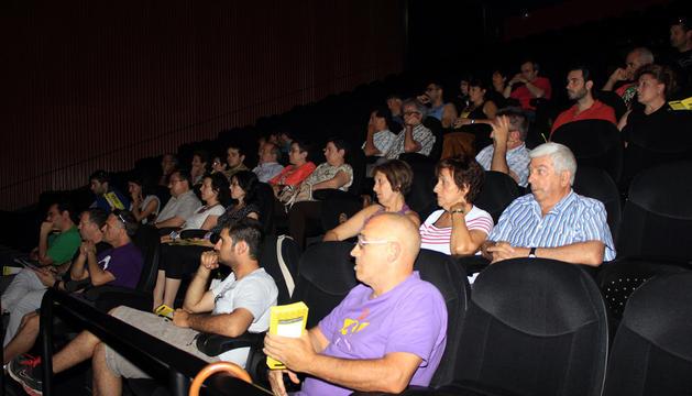 Asistentes a la reunión celebrada ayer en el auditorio de la casa de cultura de Ribaforada.