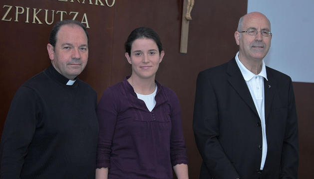 Juan Carlos Elizalde, prior de Roncesvalles, y Ana Esteruelas, coordinadora de voluntariado.