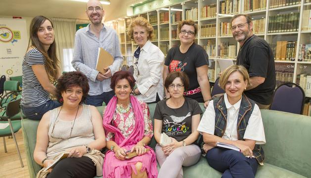 Participantes en el club de lectura y escritura de poesía
