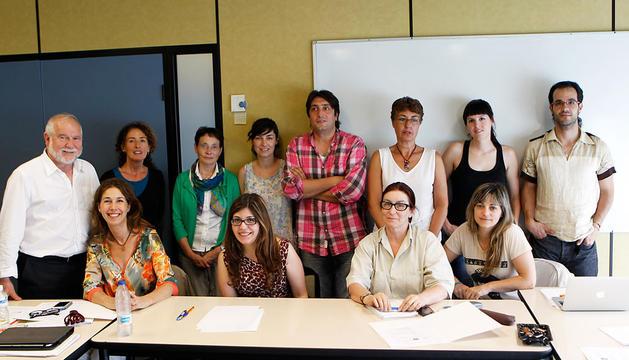 Parte de los participantes en la jornada sobre mediación realizada ayer en la UPNA bajo la dirección de Jesús Hernández (primero por la izquierda).buxens