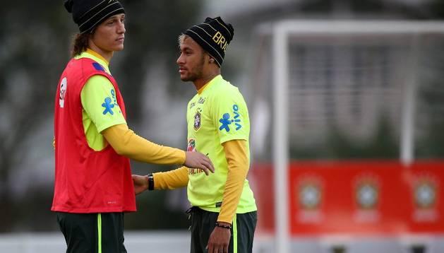Neymar y David Luiz, entrenando con Brasil
