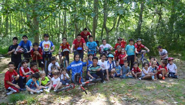 Uno de los grupos de ciclistas que tomó parte en el día de la bici de Mendavia.