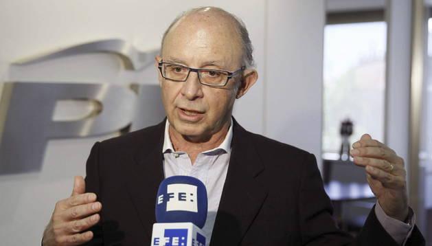 Cristóbal Montoro desvela algunos detalles de la reforma fiscal que el Gobierno espera aprobar a mediados de julio.