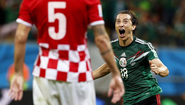 Guardado celebra su gol a Croacia