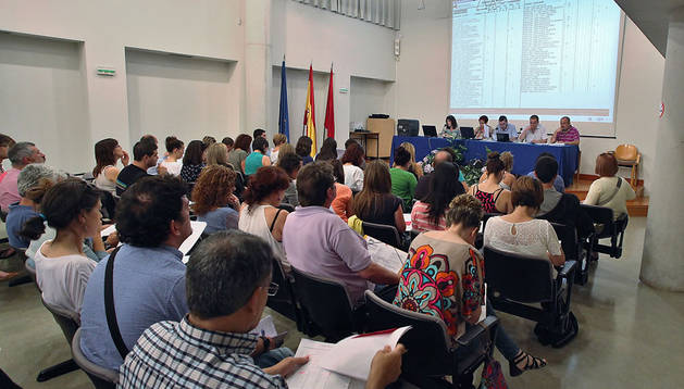 Los maestros eligen destino y dejan unas 900 vacantes a for Vacantes para profesores