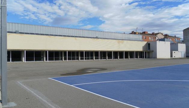 Fachada sur del polideportivo de Andosilla, donde se abrirán cuatro ventanas