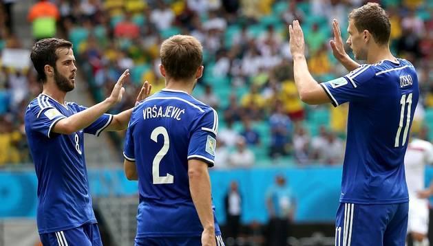 Dzeko celebra uno de sus goles contra Irán