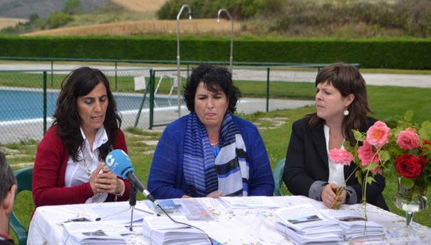 Desde la izquierda, Charo Apesteguía, Mariví Goñi Azanza y Elena Urabayen Irurzun