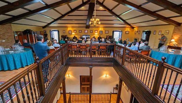 La junta de accionistas se celebró en la sala superior de la bodega Barón de Ley en Mendavia.
