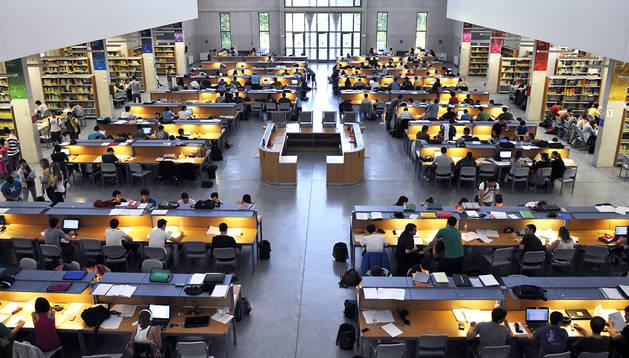 Imagen de la biblioteca de la Universidad Pública de Navarra