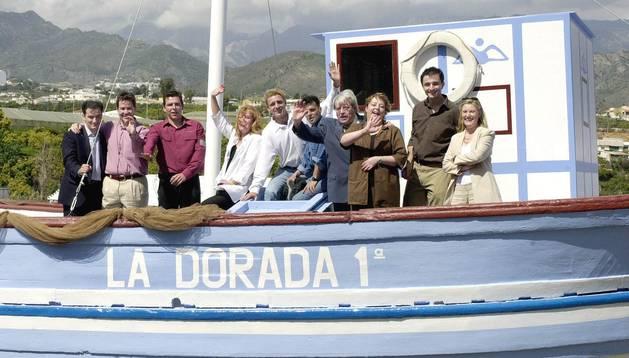 Los personajes de la serie Verano Azul junto con su director Antonio Mercero.