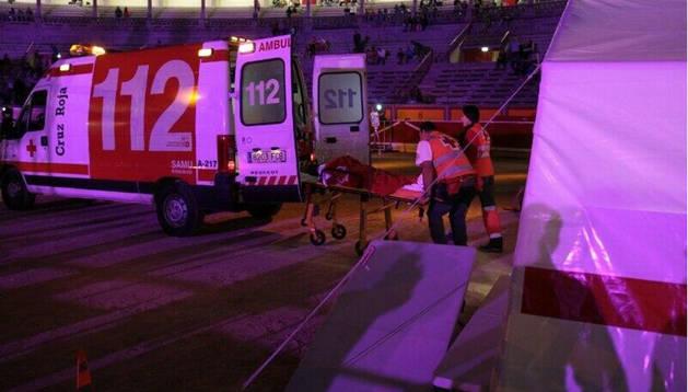 El momento en el que Cruz Roja traslada al CHN a un corredor de la San Fermín Marathon de Pamplona por complicación cardiovascular