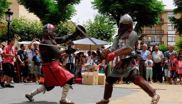 Los caballeros de la Orden de la Jarra realizaron varias demostraciones ante cientos de espectadores.