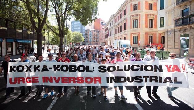 Los  trabajadores de Koxka a su paso por Navas de Tolosa