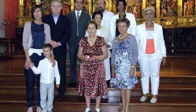 Los miembros homenajeados de la asociación Adona de Valtierra, en la iglesia.