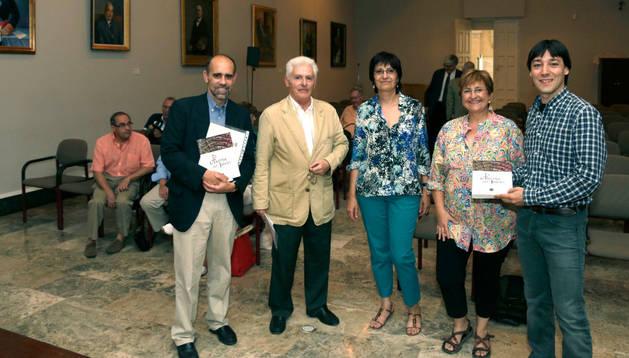De izquierda a derecha.: Juan Antonio Olañeta Molina, Luis Durán Arregui, Carmen Gómez Urdáñez, Blanca Aldanondo y Diego Carasusán.