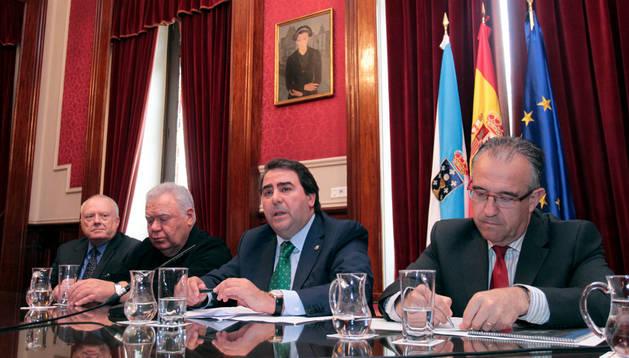 Enrique Maya intervino en una sesión con el alcalde de la ciudad anfitriona y dos arquitectos internacionales.