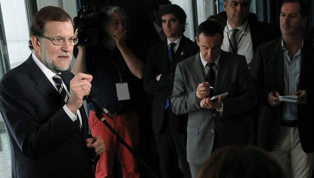 El presidente del Gobierno, Mariano Rajoy, comparece ante los medios de comunicación, durante su viaje a la República de Panamá