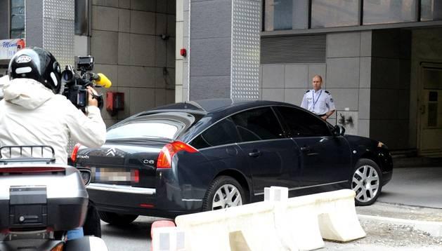 Sarkozy entrando a declarar