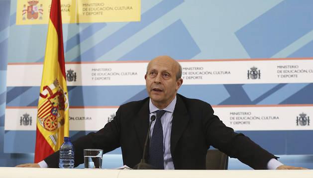 José Ignacio Wert durante la rueda de prensa ofrecida tras la reunión de la Conferencia Sectorial de Educación celebrada hoy en la sede de su ministerio, en Madrid.